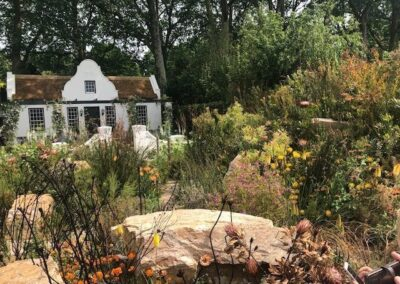 Gardengigs-1761-COTTAGE-Chelsea-Flower-Show-View-of-House-from-the-Rock