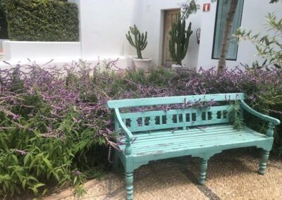 Gardengigs-Chelsea-Flower-Show-Garden-Wooden-Bench