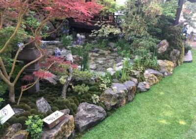 Gardengigs-Chelsea-Flower-Show-Moss-and-Algae-by-the-Pond