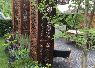 Gardengigs-URBAN-FLOW-Chelsea-Flower-Show-Base-of-the-Garden-Tower-and-Row-of-Plants