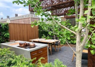 Gardengigs-URBAN-FLOW-Chelsea-Flower-Show-Full-View-of-the-Dining-Table-and-Kitchen