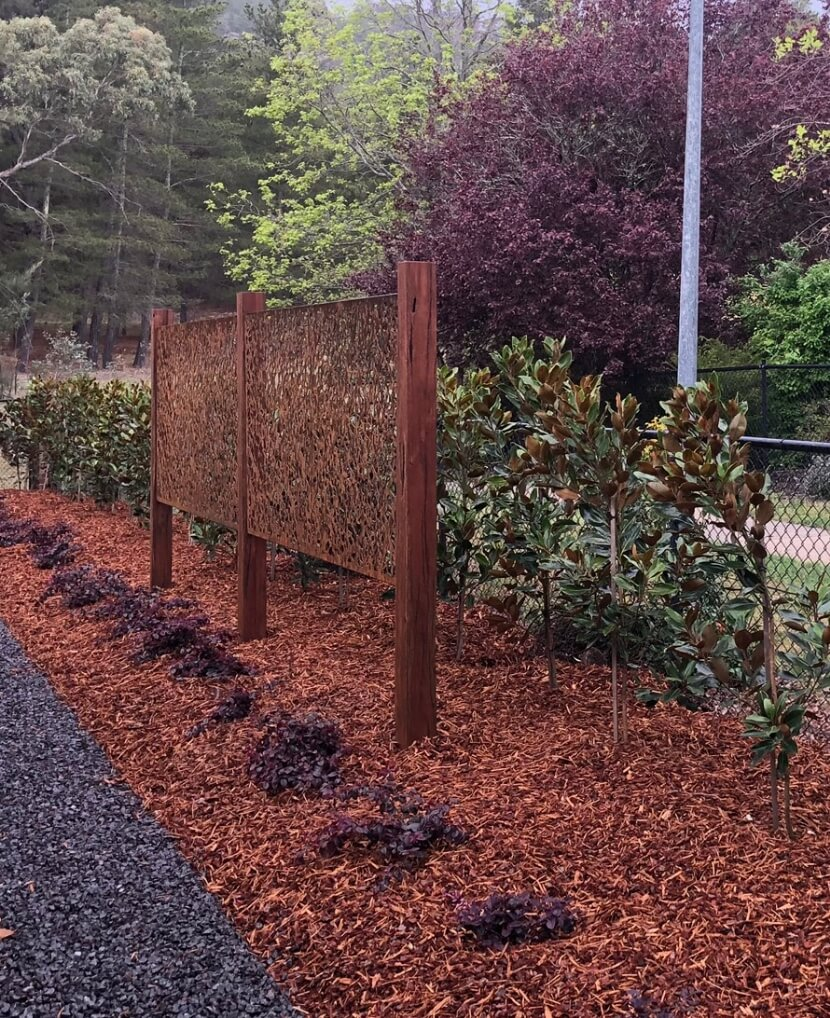 Gardengigs Garden Landscape Construction Canberra Services - Mulched Garden with Metal Art Design